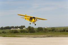 Atterraggio del modello dell'aereo del greath del cucciolo del pifferaio del jet di Bellota Immagini Stock
