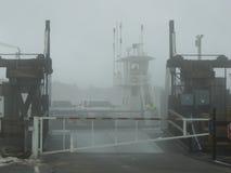 Atterraggio del traghetto nella nebbia Fotografia Stock Libera da Diritti
