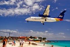 Atterraggio dell'aereo della baia della st Maarten Maho fotografia stock libera da diritti