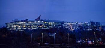 Atterraggio dell'aereo di Air India alla notte a Heathrow Immagini Stock Libere da Diritti