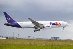 Atterraggio dell'aereo di Fedex Fotografia Stock