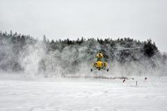 Atterraggio dell'elicottero di inverno Fotografia Stock