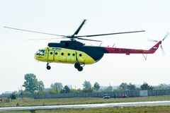 Atterraggio dell'elicottero MI-8 del passeggero Immagine Stock Libera da Diritti
