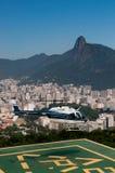 Atterraggio dell'elicottero a Rio de Janeiro Fotografie Stock Libere da Diritti