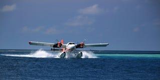 Atterraggio dell'idrovolante - Ari Atoll, Maldive fotografie stock libere da diritti