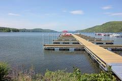 Atterraggio della barca, Stato di New York del lago Otsego, Cooperstown, U.S.A. fotografie stock libere da diritti