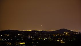 Atterraggio di aeroplani alla notte Timelapse archivi video