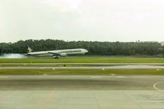 Atterraggio di aeroplano di Singapore Airlines Immagine Stock