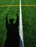 Atterraggio di segnalazione dell'arbitro di football americano immagini stock