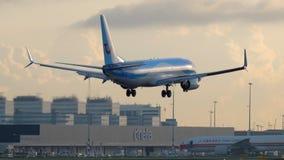 Atterraggio di TUI Fly Boeing 737 video d archivio