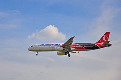 Atterraggio di Turkish Airlines Immagini Stock