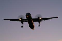Atterrissage après coucher du soleil Images libres de droits