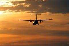 Atterrissage au coucher du soleil Image libre de droits