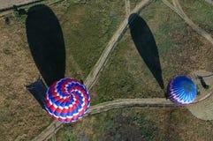 Atterrissage chaud de ballons à air Photographie stock libre de droits