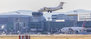 Atterrissage d'aéroport d'avion Image libre de droits