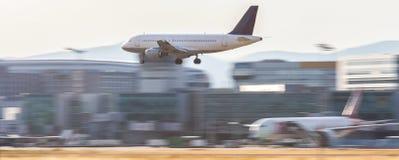 Atterrissage d'aéroport d'avion Photos libres de droits