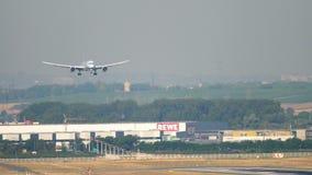 Atterrissage d'Air Canada Boeing 787 banque de vidéos