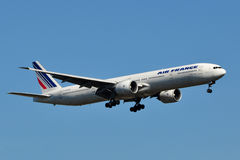 Atterrissage d'Air France Boeing 777 Photographie stock