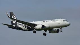 Atterrissage d'Air New Zealand Airbus A320 à l'aéroport international d'Auckland Photo libre de droits