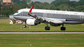 Atterrissage d'Airbus 320 Aeroflot banque de vidéos