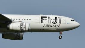Atterrissage d'Airbus A330 de voies aériennes des Fidji à l'aéroport international d'Auckland Photo libre de droits