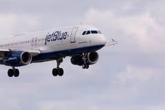 Atterrissage d'Airbus A320 JetBlue Photos libres de droits