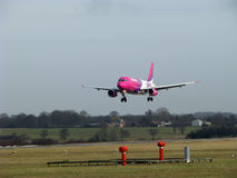 Atterrissage d'Airbus Wizzair Photographie stock