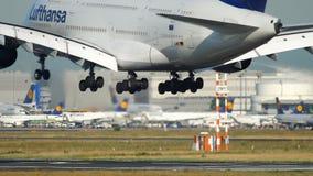 Atterrissage d'avion à Francfort clips vidéos