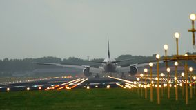 Atterrissage d'avion d'avion à réaction banque de vidéos