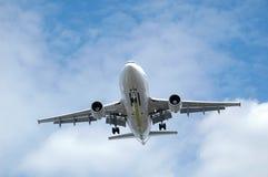 Atterrissage d'avion à réaction Image stock