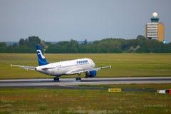Atterrissage d'avion de ligne Photos stock