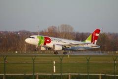 Atterrissage d'avion de ligne Image stock