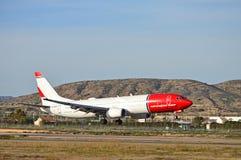 Atterrissage d'avion de passagers Photo stock