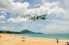 Atterrissage d'avion de Pegasus Airlines à l'airpor d'International de Phuket Images libres de droits