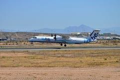Atterrissage d'avion de propulseur de Flybe Photo stock