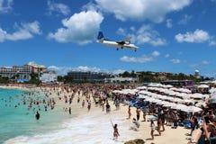 Atterrissage d'avion de St Maarten Maho Beach Photo stock