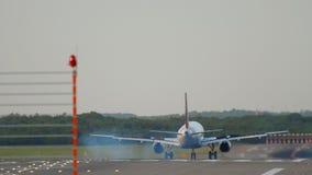 Atterrissage d'avion ? Dusseldorf banque de vidéos