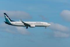 Atterrissage d'avion en soie d'air à l'aéroport de Phuket Image libre de droits