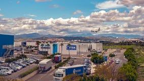 Atterrissage d'avion sur le centre commercial Images stock