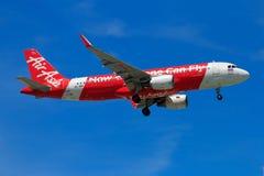 Atterrissage d'avion thaïlandais d'Air Asia à l'aéroport international de Chiangmai Photo libre de droits