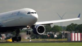 Atterrissage d'avions à fuselage large banque de vidéos
