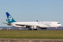 Atterrissage d'avions d'Air New Zealand Boeing 767 à l'aéroport de Sydney Image libre de droits