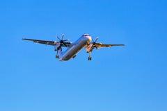 Atterrissage d'avions d'Eurolot sur l'aéroport Images libres de droits