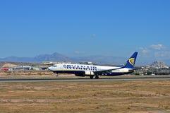 Atterrissage d'avions de Ryanair dans Costa Blanca Photo stock