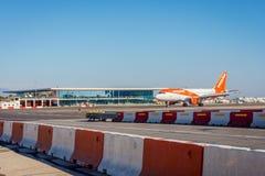 Atterrissage d'avions d'Easyjet Photographie stock libre de droits