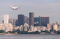 Atterrissage d'avions en Rio de Janeiro Images libres de droits
