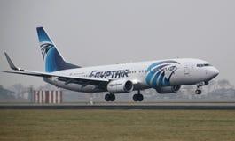 Atterrissage d'avions sur le Polderbaan à l'aéroport d'Amsterdam Schiphol Images stock