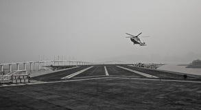Atterrissage d'hélicoptère Photographie stock libre de droits