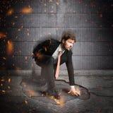 Atterrissage d'homme d'affaires de super héros Image libre de droits