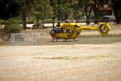 Atterrissage d'urgence de Garching d'un hélicoptère d'ADAC avec Photos stock